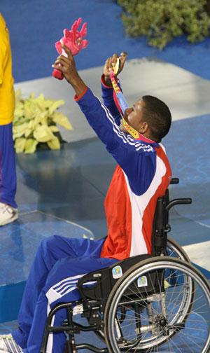Lorenzo con su medalla de oro. Foto: Armando Hernández/ Jit