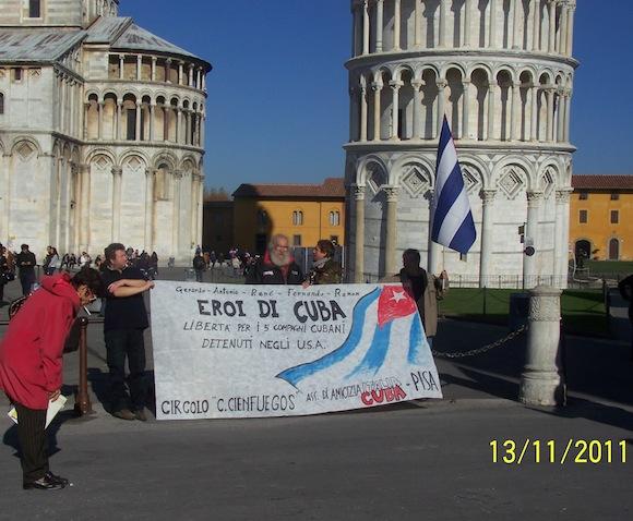 Imágenes de acto de solidaridad con los cinco en Pisa, Italia.