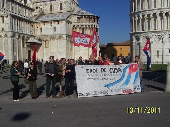 Los Cinco llegaron al pie de la Torre de Pisa