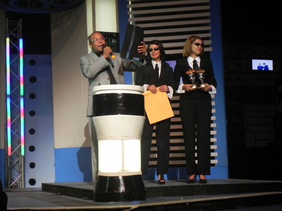 El caballero del Son, Adalberto Alvarez, fue el encargado de dar  a   conocer el Premio de Música Popular Bailable. Foto. Marianela Dufflar