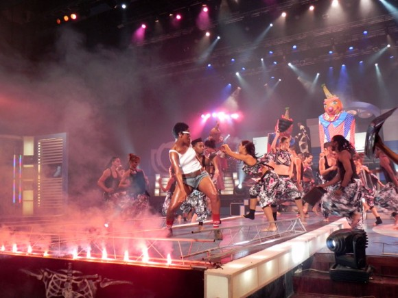 """La Gala de premios """"Lucas"""" contó con gran colorido y complejos  movimientos escénicos como se ha hecho habitual. Foto Marianela Dufflar"""