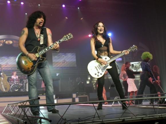 Osamu Menéndez y Yory Gómez también actuaron en la primera noche de premiaciones. Foto. Marianela Dufflar
