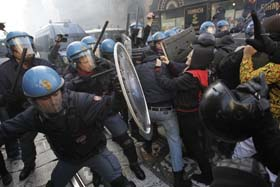 rpresion-policial-contra-manifestantes-en-italia