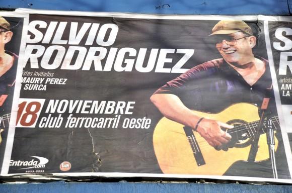 Carteles en las calles sobre la presentación de Silvio en Buenos Aires. Foto: Kaloian