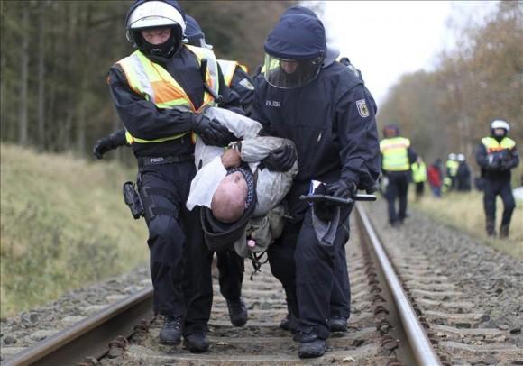 Arrecian las protestas en Alemania contra el tren con residuos radiactivos