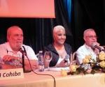 """Tony Pinelli, Haila y Oscar León Gerente General de la Agencia Musicalia en la presentación del disco """"Mala"""". Foto Marianela Dufflar"""