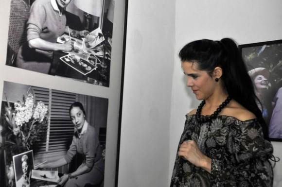 """Irene Rodríguez, primera bailarina del Español de Cuba, durante la inauguración de la muestra fotográfica """"Imágenes Salvadas"""", en el Centro Wilfredo Lam, en La Habana, Cuba, el 23 de diciembre de 2011. AIN FOTO/Abel ERNESTO/"""