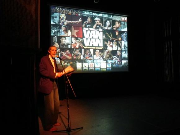 """En la inauguración de Van Van XL II, fue presentada la multimedia """"Aquí se  enciende la candela"""" perteneciente a Ediciones Cubarte. Foto Marianela Dufflar"""
