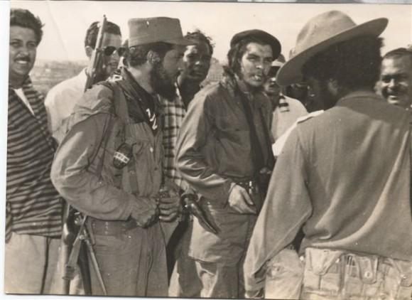 Juan Castellanos junto al Che