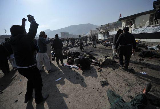 Atentado suicida en Kabul hoy por la mañana. / MASSOUD HOSSAINI (AFP)