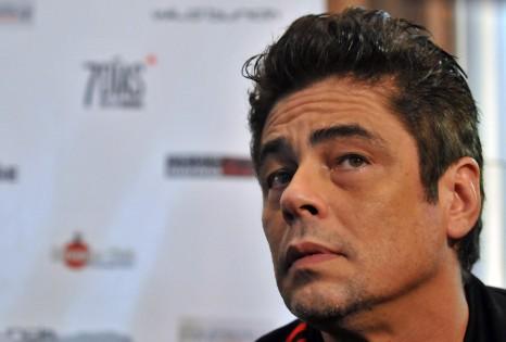 """El actor y director de cine Benicio del Toro participa hoy, viernes 9 de diciembre del 2011, en una conferencia de prensa para dar detalles de la pelÌcula """"7 días en La Habana"""", que recientemente se filmó en la capital cubana y que se presenta en este 33 Festival internacional de Cine en La Habana (Cuba). EFE/Stringer"""