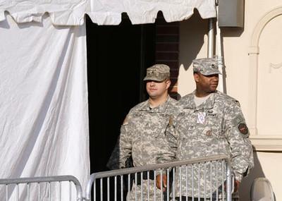 Fort Meade, EU. A más de año y medio tras su detención, el supuesto informante de Wikileaks, el soldado Bradley Manning, compareció por primera vez ante el tribunal militar en la base en Maryland. Ap