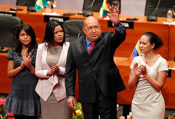 En la sala Rios Reyna del Teatro Teresa Carreño, el presidente Hugo Chávez, acompañado por sus dos hijas y una de sus nietas, recibió a los mandatarios de America Latina mientras que el Primer Mandatario mexicano inició la instalación de la Celac con una afectuosa alocución.