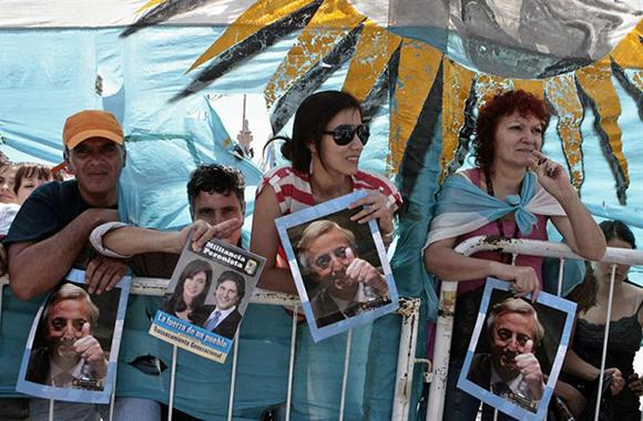 Apoyo popular a Cristina Fernández. Foto: EFE