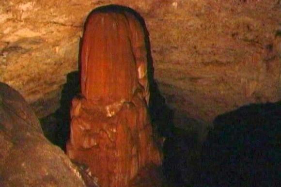 Estalagmita de la Cueva Martín Infierno, Cuba