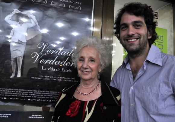 Estela y Nicolás, el director de la película. Foto: Kaloian