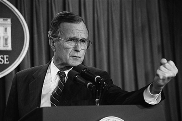 George Bush dio la orden de la invasion