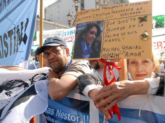 Apoyo popular a Cristina Fernández. Foto: Clarín.com