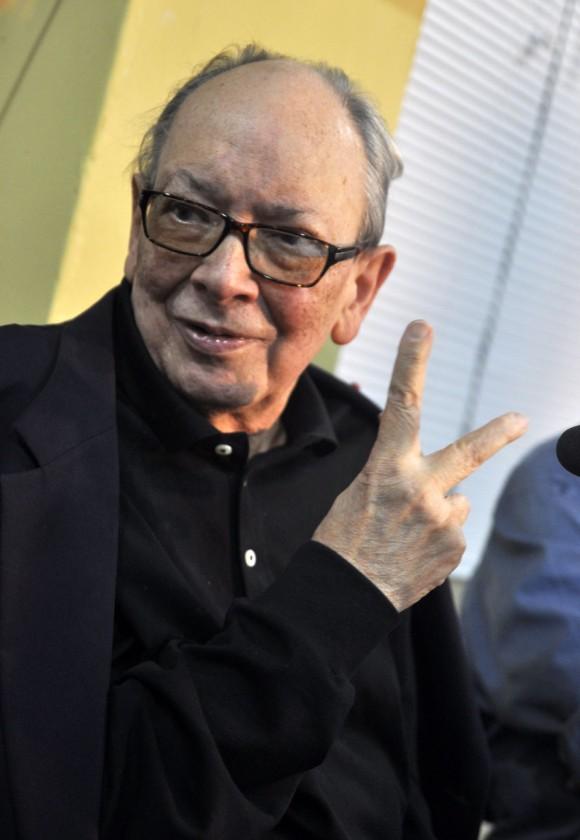 Alfredo Guevara en el encuentro con Ignacio Ramonet. Pabellón Cuba. Foto: Kaloian