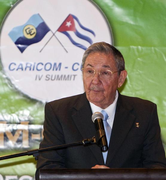 El General de Ejército Raúl Castro Ruz, presidente de los Consejos de Estado y de Ministros de Cuba, interviene en la inauguración de la IV Cumbre CARICOM-CUBA, que se celebra en la Academia Nacional de las Artes Escénicas, en Puerto España, Trinidad y Tobago, el 8 de diciembre de 2011.   AIN FOTO/Frederic DUBRAY/AFP/