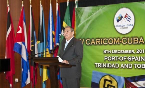 El General de Ejército Raúl Castro Ruz, presidente de los Consejos de Estado y de Ministros de Cuba, interviene en la inauguración de la IV Cumbre CARICOM-CUBA, que se celebra en la Academia Nacional de las Artes Escénicas, en Puerto España, Trinidad y Tobago, el 8 de diciembre de 2011.   AIN FOTO/Frederic DUBRAY/