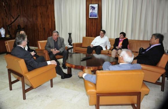 EL General de Ejército Raúl Castro Ruz, recibió en la tarde de ayer al Reverendo Michael Kinnamon, secretario general del Consejo Nacional de las Iglesias de Cristo de los Estados Unidos. Foto: Geovani Fernández