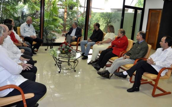 Recibe Raúl a la delegación venezolana que participó en la XII Sesión de la Comisión Intergubernamental Bilateral. Foto: Estudios Revolución