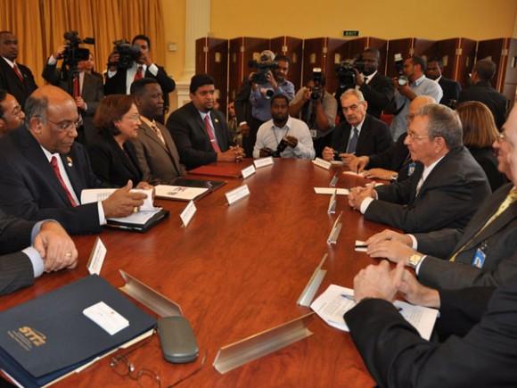 Encuentro del General de Ejército Raúl Castro Ruz con la Primera Ministra de Trinidad y Tobago. Foto: Estudios Revolución