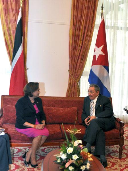 Encuentro de Raúl con la Primera Ministra de Trinidad y Tobago Foto: Estudios Revolución