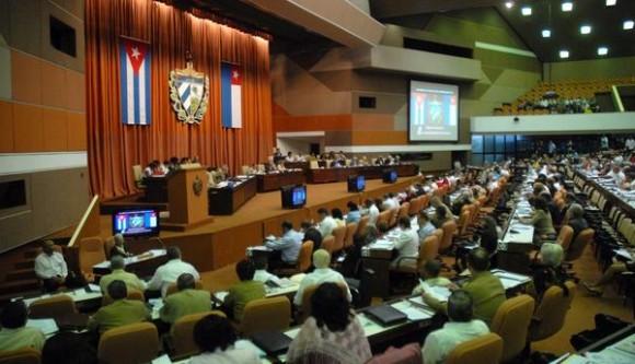 Con la presencia del General de Ejército Raúl Castro Ruz, Presidente de los Consejos de Estado y de Ministros de Cuba, se desarrollan las deliberaciones de la Asamblea Nacional del Poder Popular de la Séptima Legislatura del Octavo Periodo de Sesiones, en el Palacio de las Convenciones, en La Habana, Cuba, el 23 de diciembre de 2011. AIN FOTO/Marcelino VÁZQUEZ HERNÁNDEZ