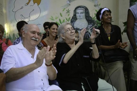 Sara aplaude a sus invitados. Foto: Roberto Chile