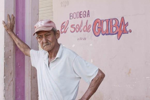 """""""...dinero de aguardiente/ de El Sol de Cuba, de la cerveza"""" Foto: Alejandro Ramírez Anderson"""