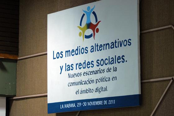 """Taller """"Los medios alternativos y las redes sociales"""". Foto: Roberto Suárez"""