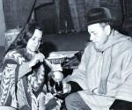 EN FAMILIA. El poeta con su hermana Violeta en la Carpa de La Reina, donde ella se suicidó.