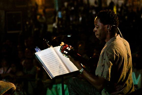Maikel Elizarde, magistral en el tres. Foto: Alejandro Ramírez/Cubadebate