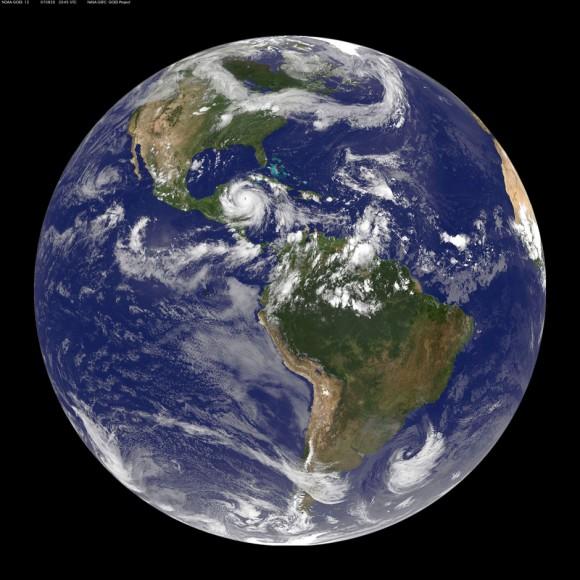 La Tierra en el 2002. Foto: NASA