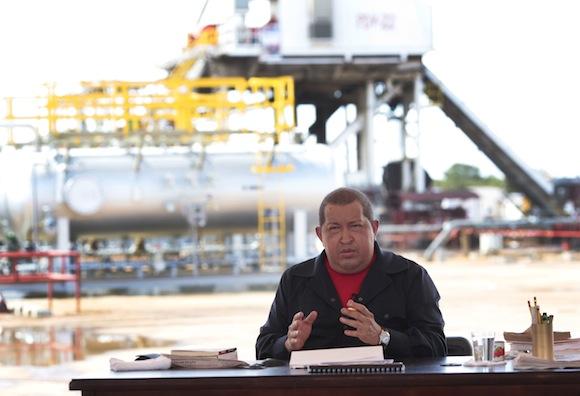 Hugo Chávez durante el Aló Presidente desde la macolla 28 de julio, en la faja petrolífera del Orinoco.