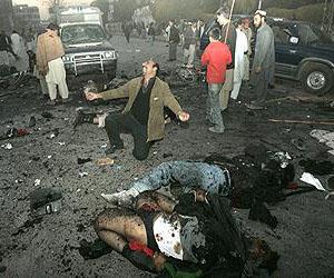 Víctimas de los bombardeos en Trípoli. Foto: PL