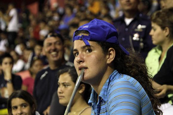 Aficionada Azul. Foto: Ismael Francisco/Cubadebate