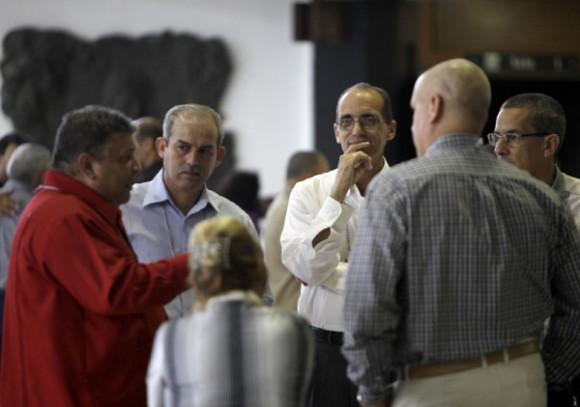 Marino Murillo, en un receso durante la Primera Conferencia del   Partido Comunista de Cuba. Foto: Ismael Francisco