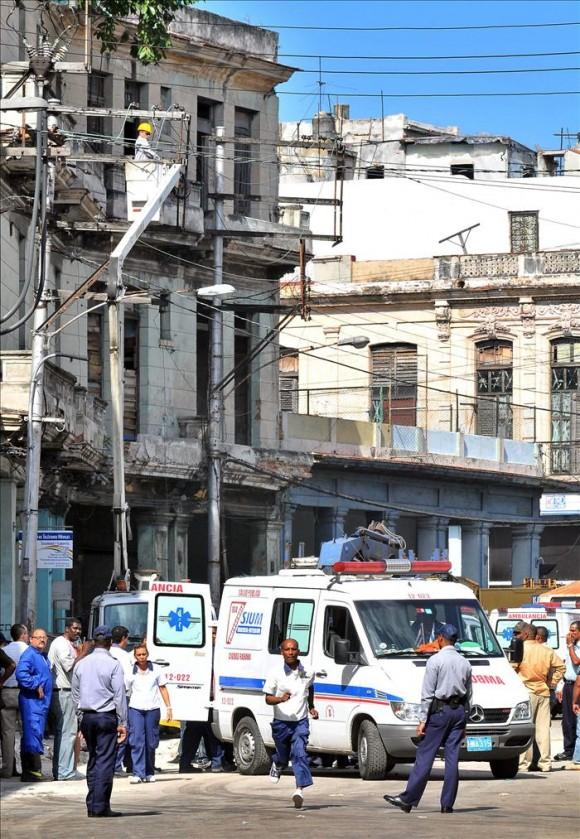 Tres muertos y seis heridos por el derrumbe de un edificio en La Habana. Foto: EFE