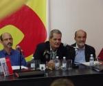 De izquierda a derecha: Rolando González Patricio, rector del ISA; Enrique Ubieta, y Osvaldo Martínez. Foto: Raúl Pupo/ Juventud Rebelde