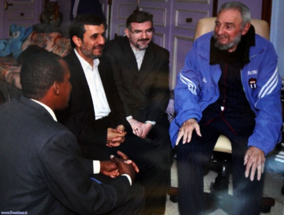 La presidencia de Irán divulgó este jueves imágenes de la visita  del presidente de ese país, Mahmud Ahmadinejad, con el líder de la  revolución cubana Fidel Castro en La Habana.