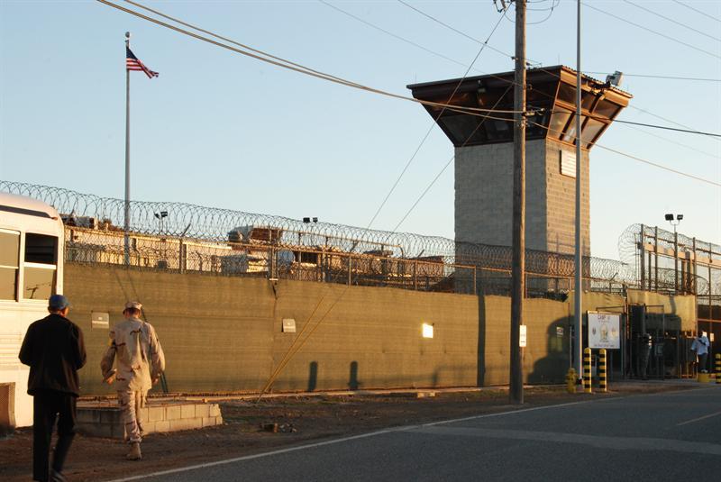 Vista de la entrada al campamento VI de la Base Naval de Guantánamo. EFE