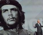 Mercedes Benz utiliza gigantografia del Che Guevara