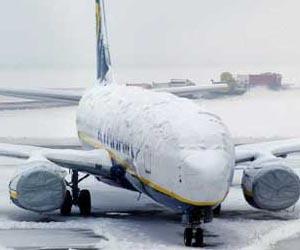 Fuertes nevadas obligan a cancelar vuelos en toda Europa