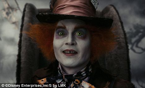 Johnny Depp fue contratado como el Sombrerero Loco y Tim Burton para la decoración.