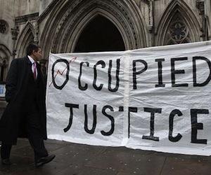 Un cartel en el exterior del Tribunal Supremo de Londres - Foto: Reuters