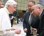 Muestran cocodrilo cubano al Papa
