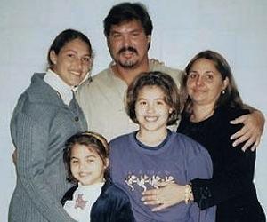 Ramon, sus hijas y su esposa, Elizabeth Palmeiro.